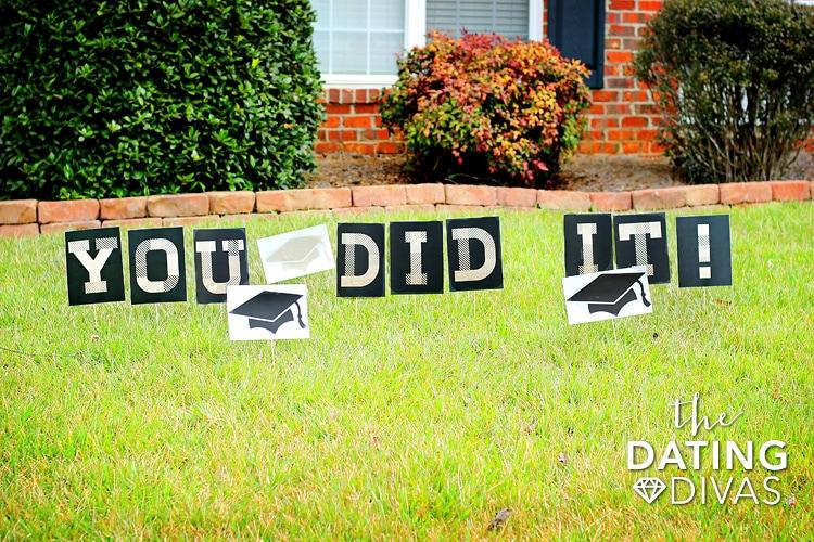 DIY Graduation Gift Lawn Signs