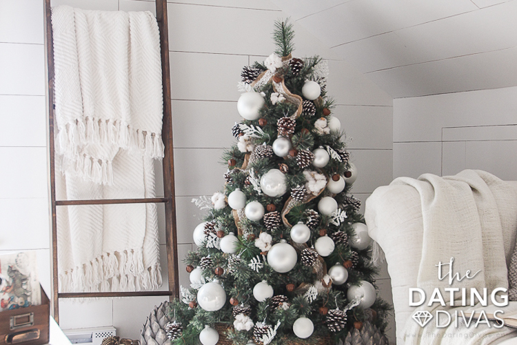 Farmhouse Christmas Tree Decorating Ideas