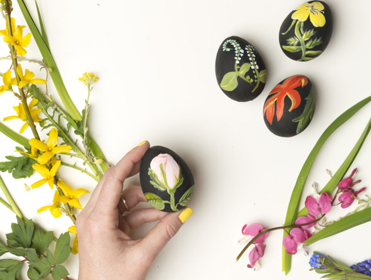 Natural and Floral Easter Egg Decorating Ideas