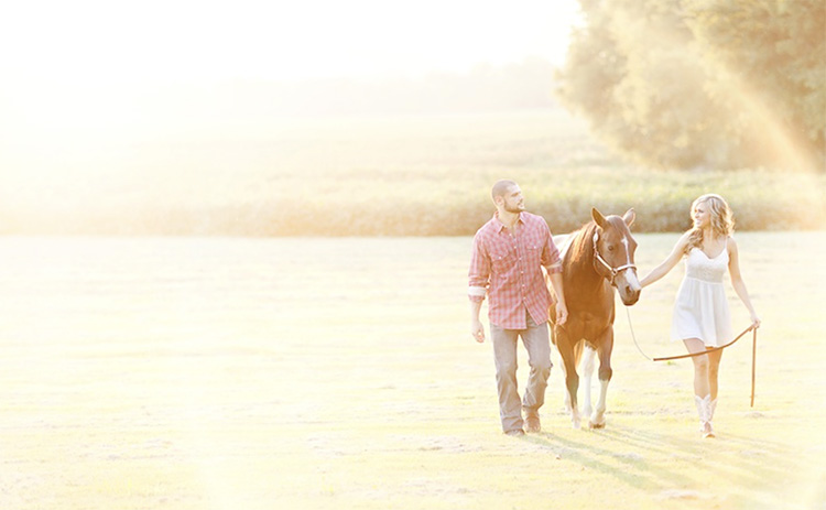 Bring along a horse or just visit the country for your couple pictures. | The Dating Divas