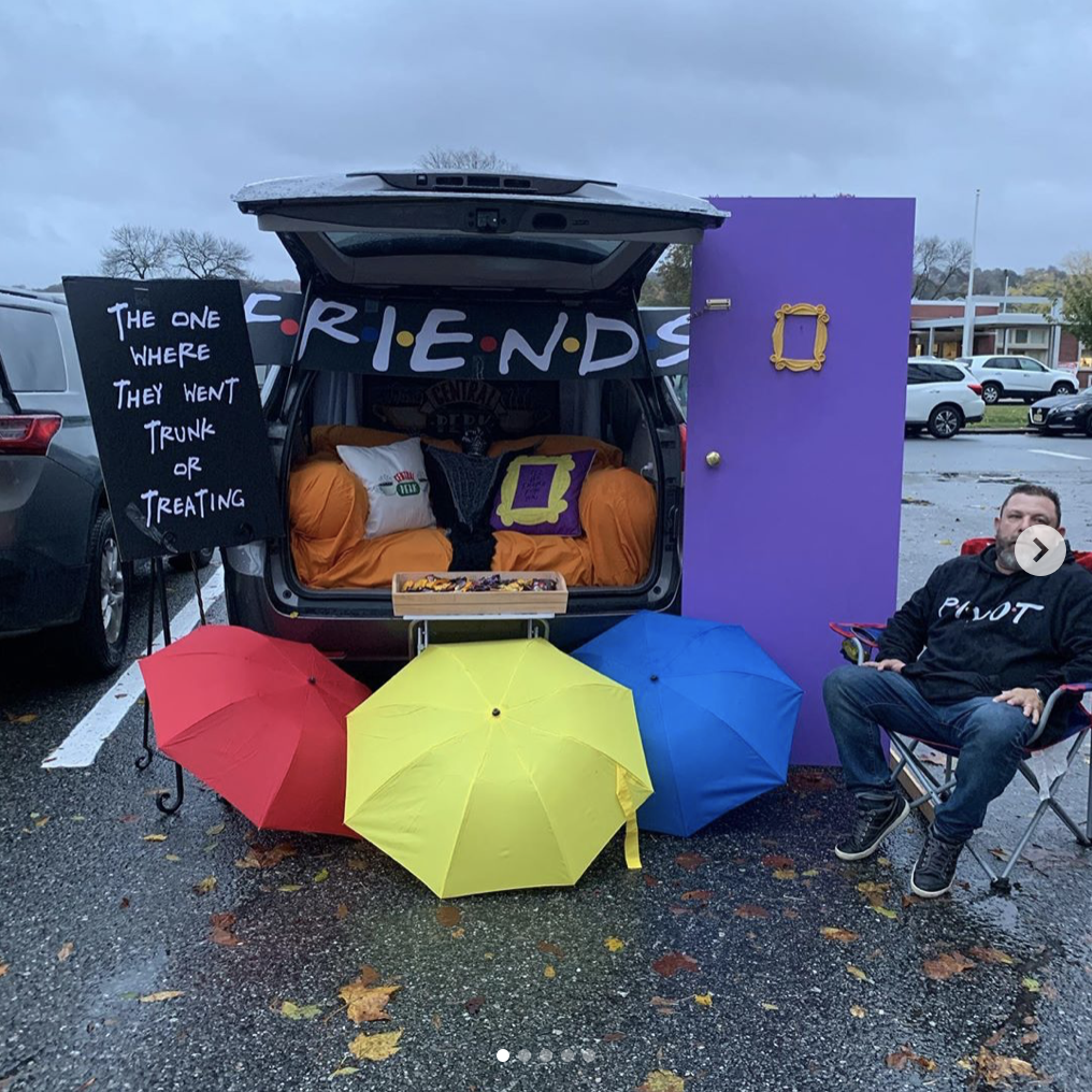 A car trunk decorated as a scene from the TV show Friends. A fun trunk or treat decorating theme! | The Dating Divas