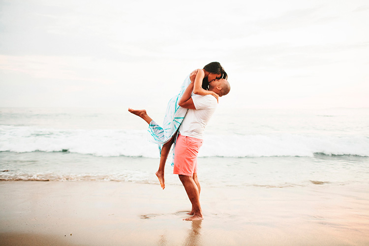 Lift your sweet girl up for a cute couple pose. | The Dating Divas