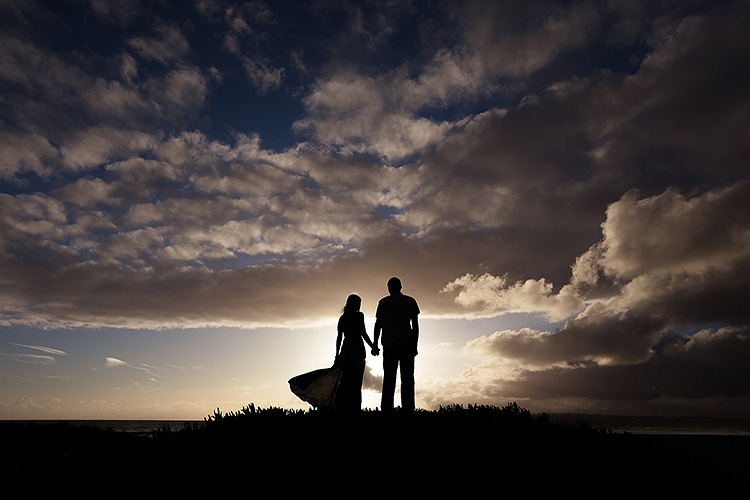 A striking silhouette needs to be on the top of your couple poses list. | The Dating Divas