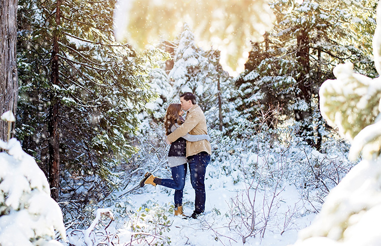Couple pictures in the snow. | The Dating Divas