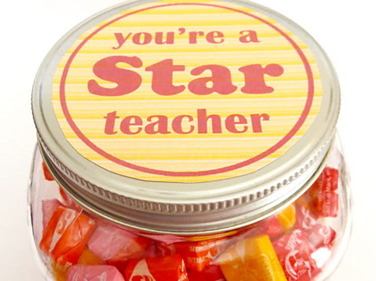 Starbusts are the perfect teacher appreciation gift for a teacher who is a STAR. | The Dating Divas