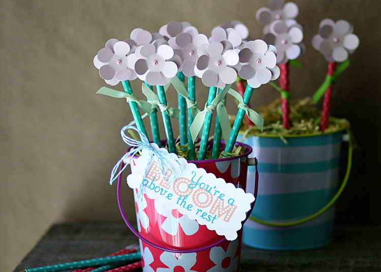 Give a traditional school supply in a fun way, a pencil bouquet! | The Dating Divas