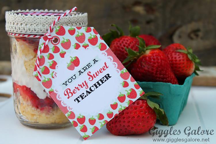 "A free printable teacher appreciation tag for a ""berry sweet"" teacher. | The Dating Divas"