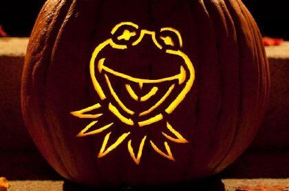 Kermit the front free printable pumpkin pattern. | The Dating Divas