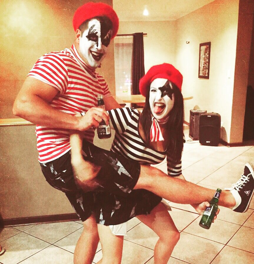 French kiss couples costume for Halloween. | The Dating Divas
