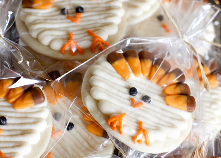 Simple sugar cookies create some adorable Thanksgiving food ideas with these cute turkeys. | The Dating Divas