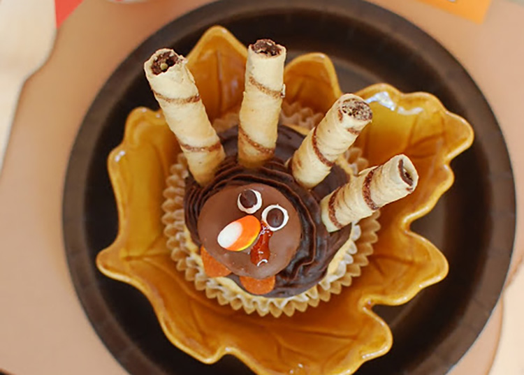 Thanksgiving food ideas for your dessert table should be turkey shaped, like this turkey cupcake! | The Dating Divas