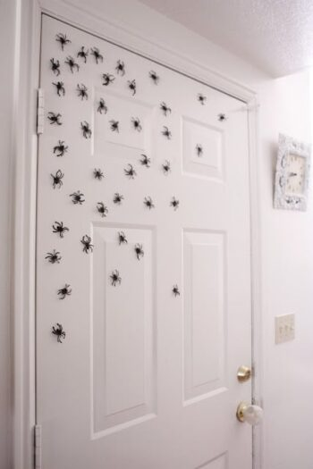 DIY Halloween decor that is cheap and easy | The Dating Divas