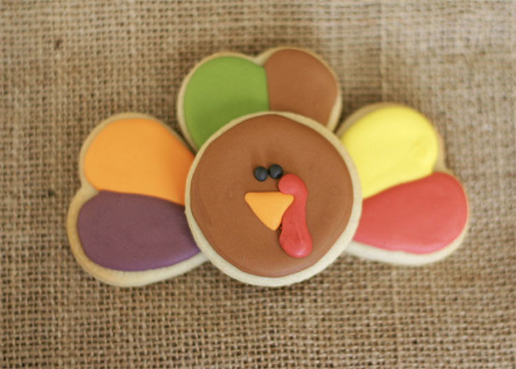 A fun Thanksgiving dessert twist with heart-shaped feathers for your turkey! | The Dating Divas