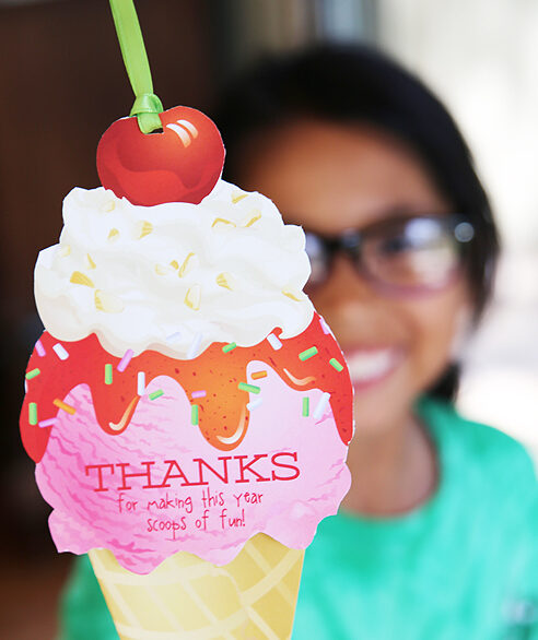 Ice cream gift card holder that are perfect for teacher. | The Dating Divas