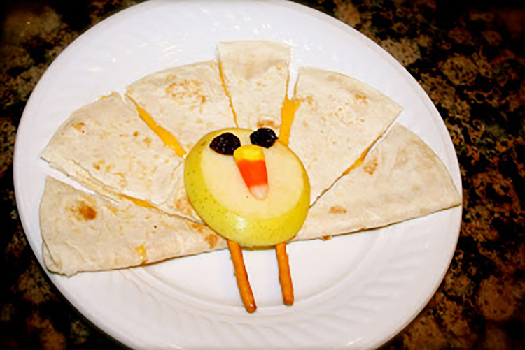 If your kiddo won't eat regular Thanksgiving dinner, try this turkey quesadilla for a Thanksgiving treat for kindergarteners. | The Dating Divas