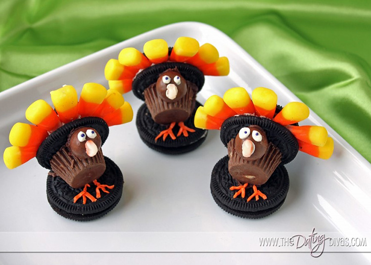 Fun Thanksgiving desserts are super sweet with these turkeys. | The Dating Divas
