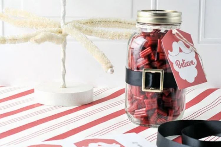 An easy DIY Christmas gift jar filled with candy | The Dating Divas