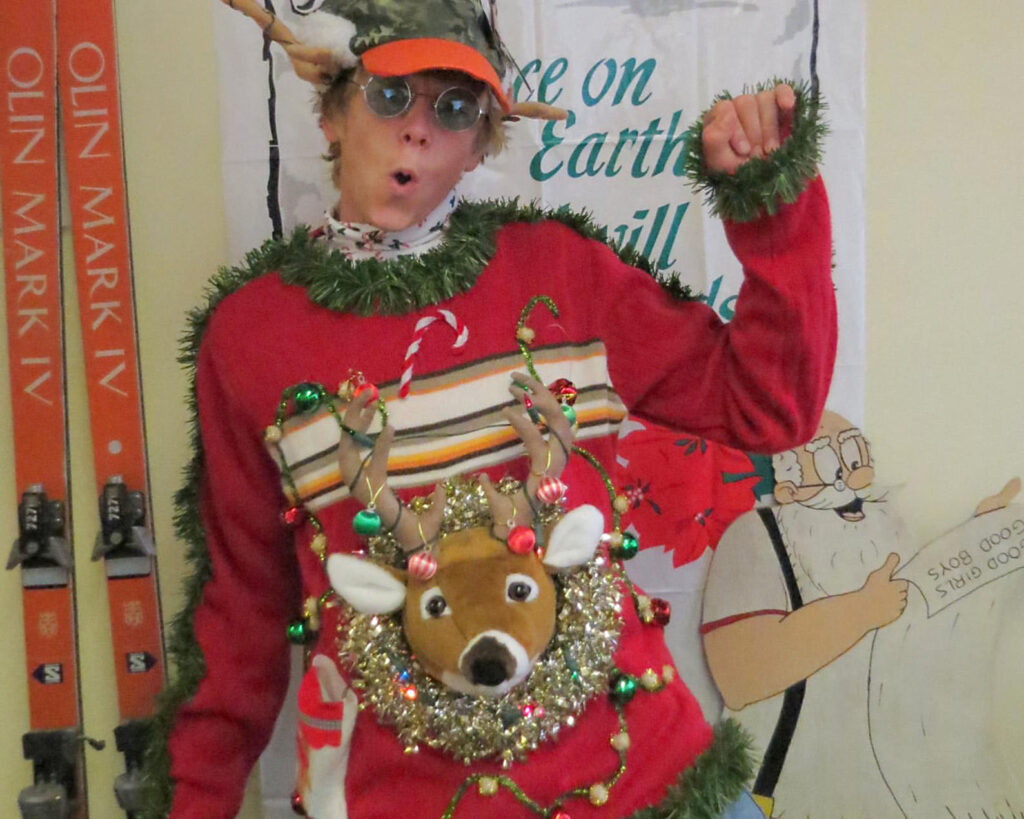 A Stuffed Animal Head Becomes a Christmas Sweater | The Dating Divas