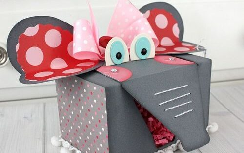 Elephant themed Valentine's Day box with polka dot bow on top | The Dating Divas