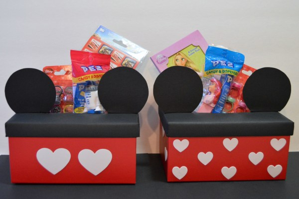 Shoe box turned into a Mickey and Minnie Mouse Valentine's Day box | The Dating Divas