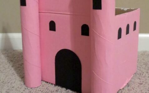 Pretty pink princess castle Valentine's Day box | The Dating Divas
