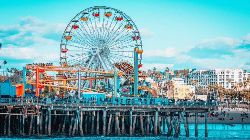 Santa Monica Ferris Wheel date idea in Los Angeles. | The Dating Diva