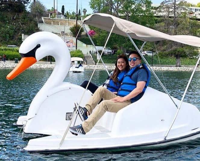 Man and woman enjoying their date at Echo Park in Los Angeles. | The Dating Diva