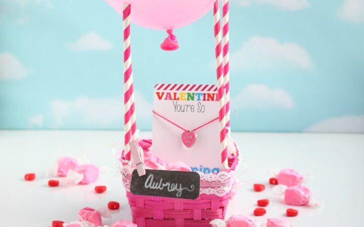 Hot pink hot air balloon Valentine's Day basket | The Dating Divas
