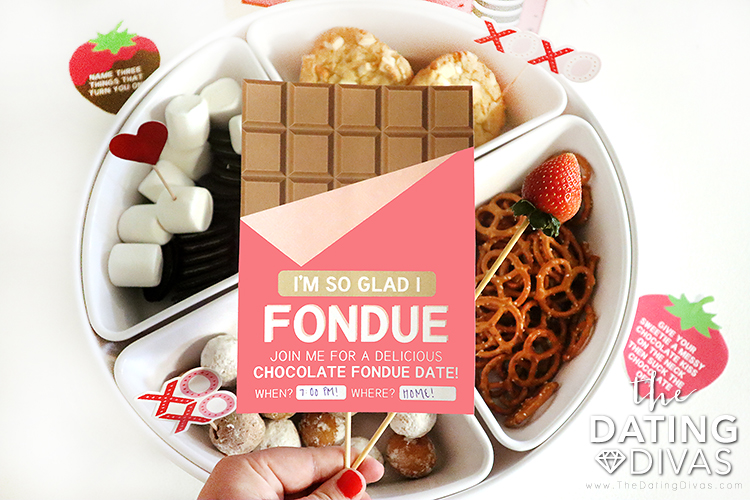 A romantic at home date with chocolate fondue recipes and free printables | The Dating Divas