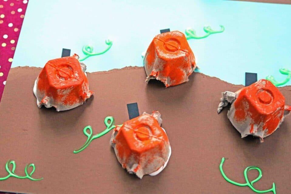 Egg carton pumpkin toddler activities | The Dating Divas