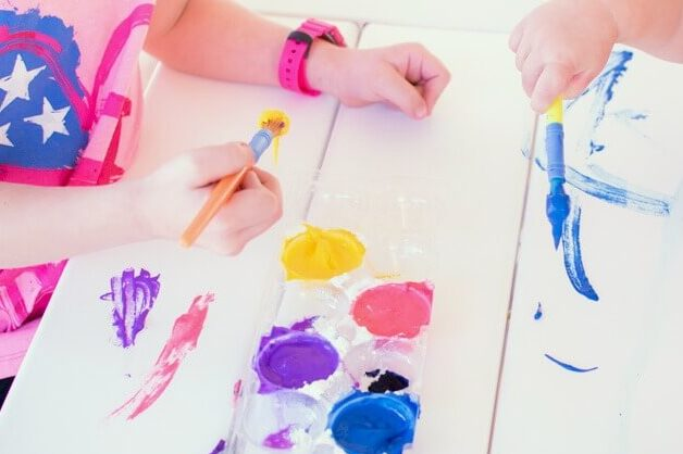 Fizzy flour paint recipe to use for preschool activities at home | The Dating Divas
