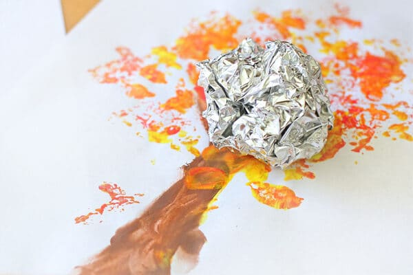 Tin foil tree idea for toddlers | The Dating Divas