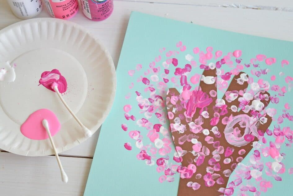 Toddler activities using paint and Q-tips | The Dating Divas
