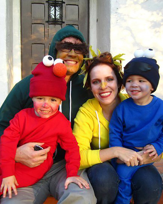 Family halloween costume ideas that are based on your favorite cartoon too? Sign us up! | The Dating Divas