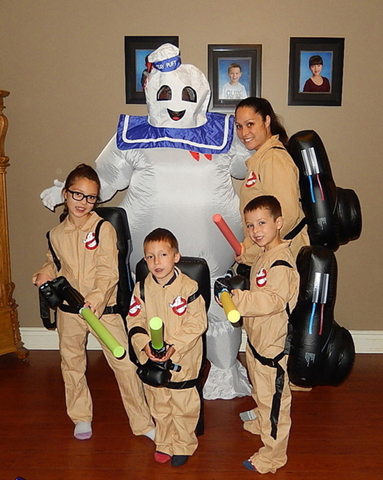 Family costume ideas where everyone is happy can be difficult, but everyone loves a Ghostbusters costume. | The Dating Divas