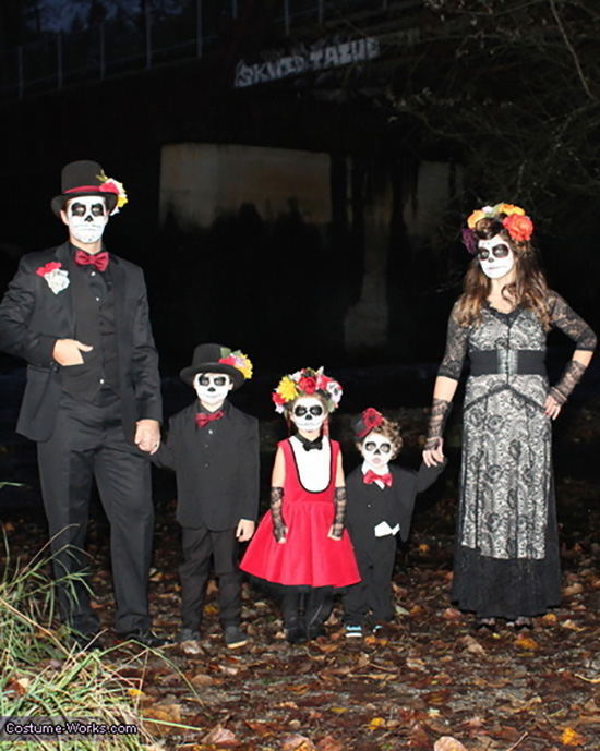 Dia de los Muertos brought us the Catrina and Catrin and a wonderful family costume idea. | The Dating Divas