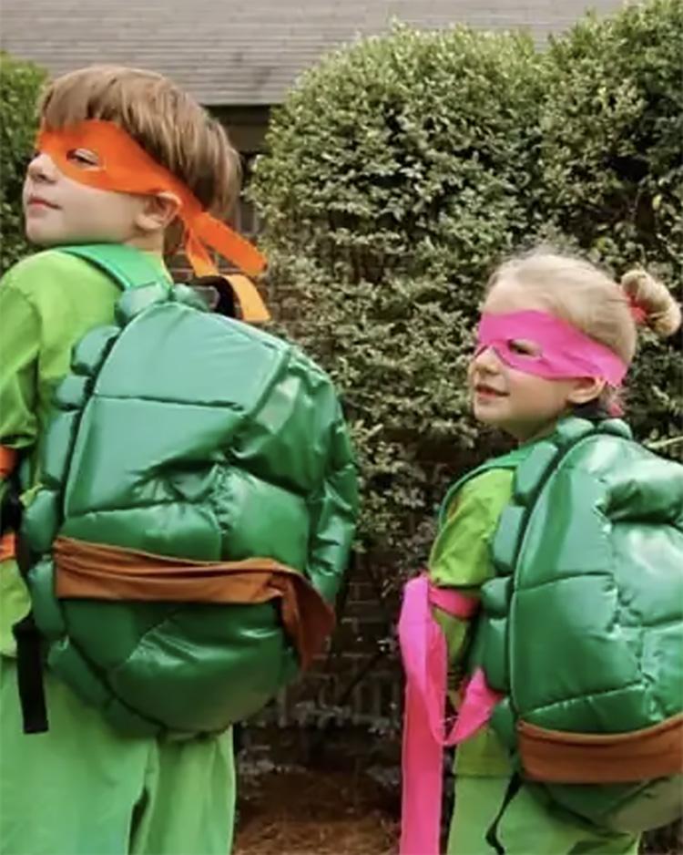 Ninjas are fun, ninja turtles are TUBULAR - what a fun family costume idea. | The Dating Divas