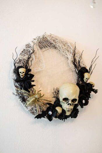 How to make a DIY Halloween wreath | The Dating Divas