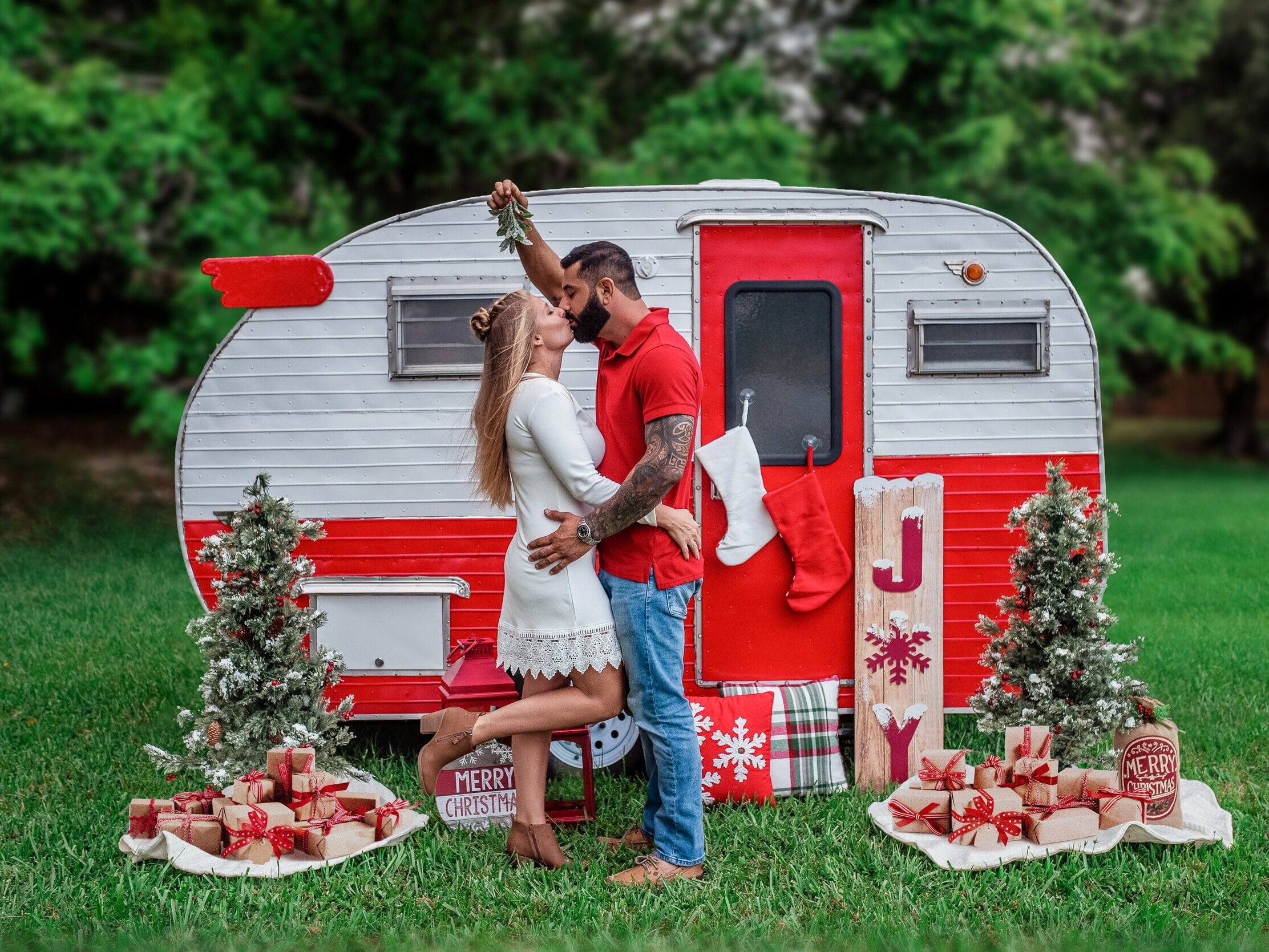 Family Christmas card ideas that show a mini camper and mistletoe | The Dating Divas