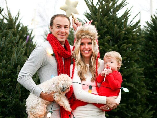 Silly Christmas cards ideas at a tree farm | The Dating Divas