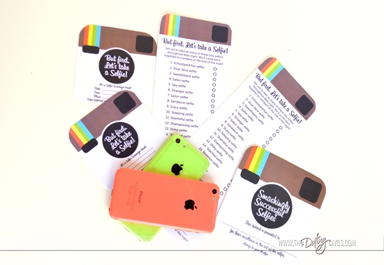 Selfie Scavenger Hunt List with Invitations