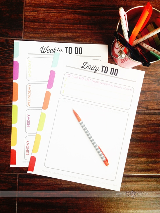 Get organized this new year with these adorable to do lists from www.thedatingdivas.com
