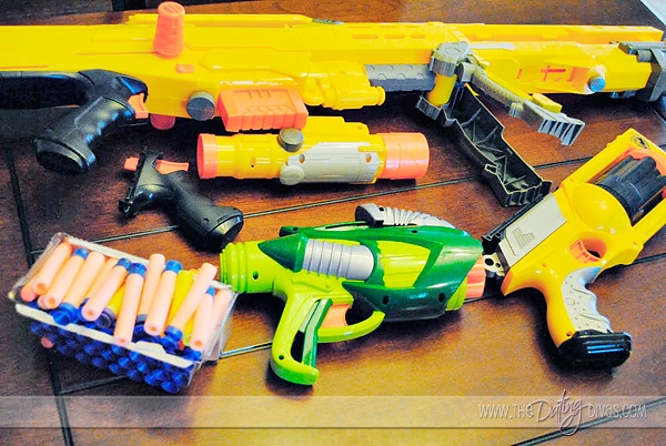 Games to Play with Nerf http://www.thedatingdivas.com/play-it-up/nerf-wars-battle-date/