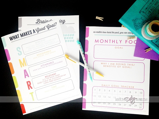 I'm in LOVE with these adorable printable monthly goal sheets from www.thedatingdivas.com