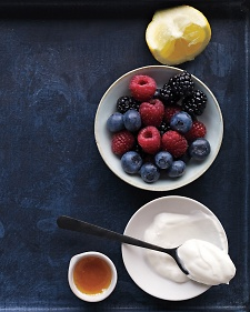berry-yogurt-honey-mbd108851_vert